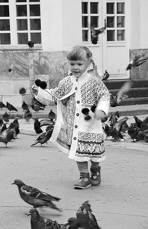 12-Девочка-и-голуби